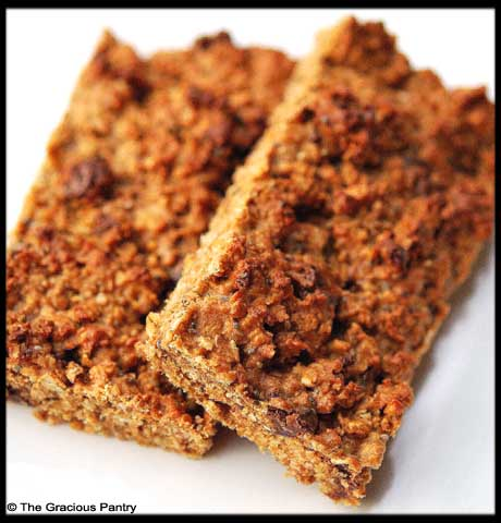 Homemade snack bars: clean eating cinnamon chocolate-chip protein bars