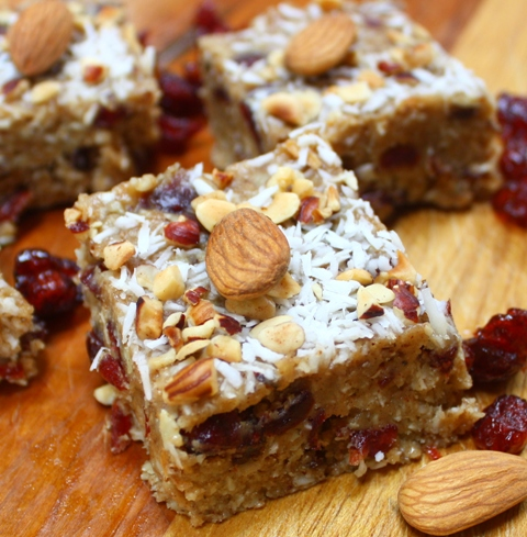 Homemade snack bars: primal nut bar